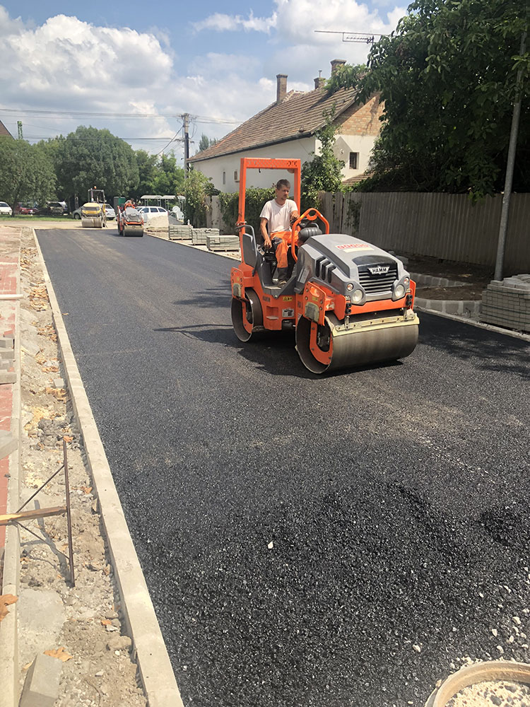 Üllő – Deák Ferenc utca – teljes körű felújítás, aszfaltozás